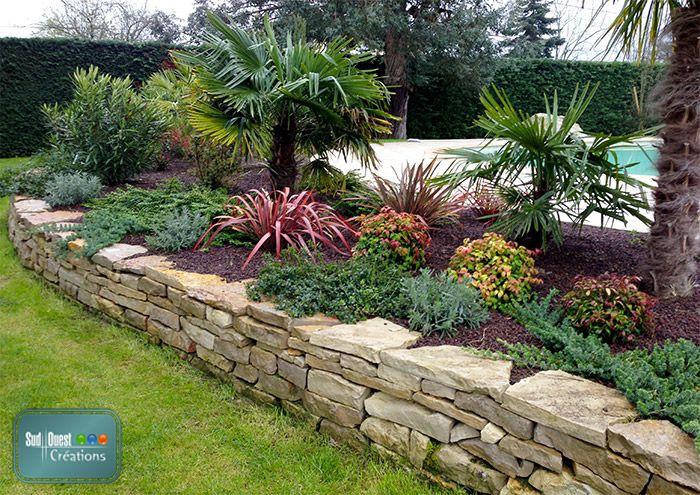 Parterre avec cailloux muret d coratif en dalles du lot avec un massif xotique jardin - Mur en cailloux ...