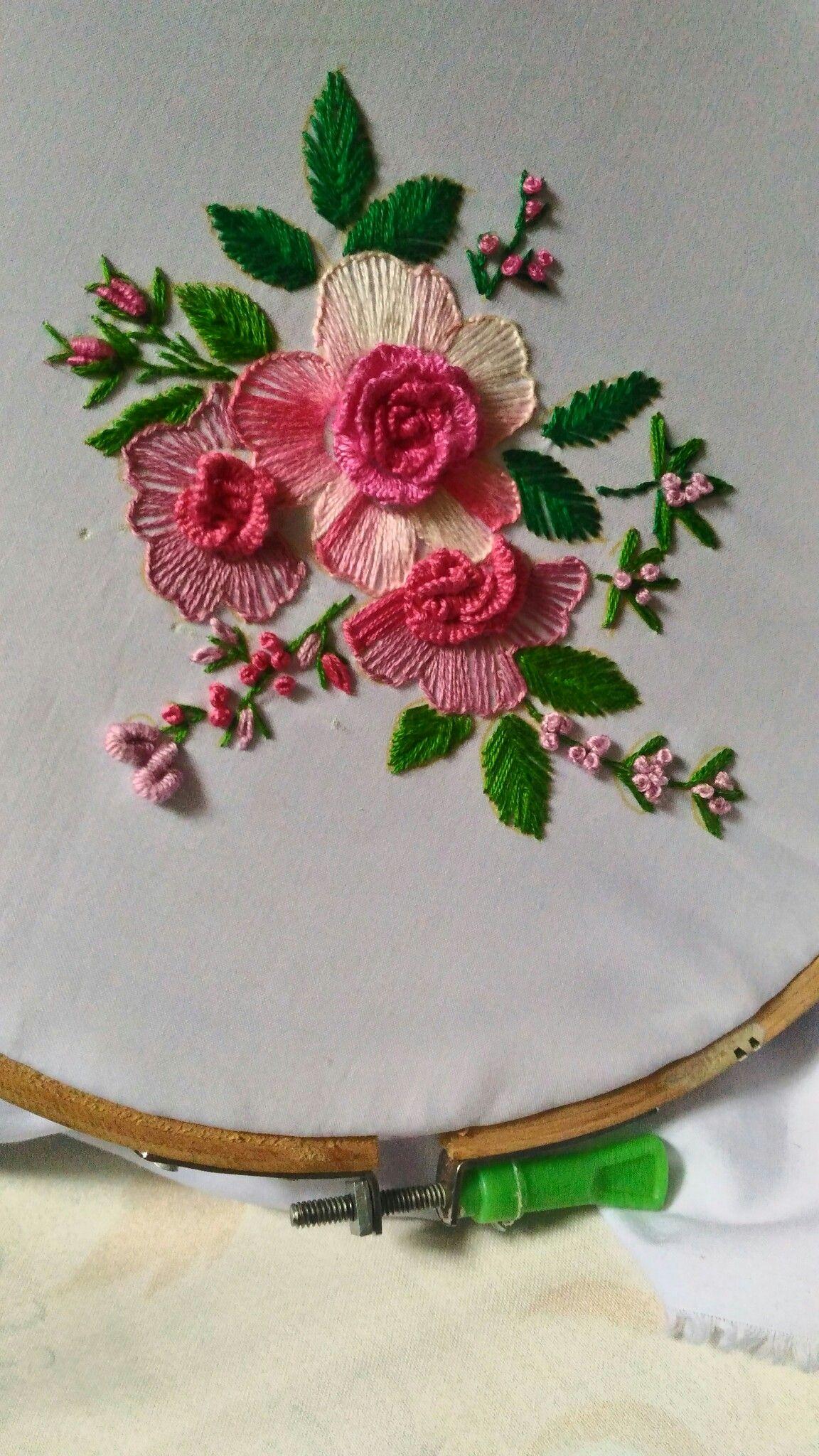 Bordados a mano y manualidades: bordado para bandejas.
