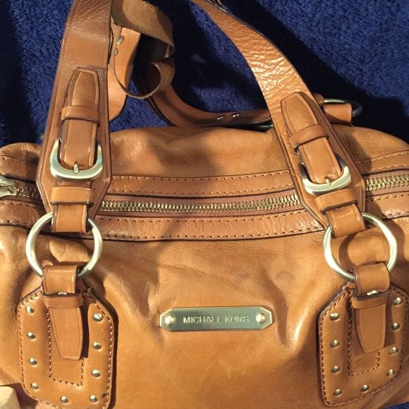 More pictures of MK purse! This is a continuation of the Michael Kors listing! Bags Shoulder Bags