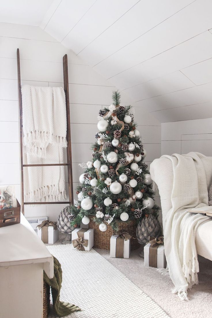 The Best Christmas Decorations on Pinterest | Christmas bedroom ...