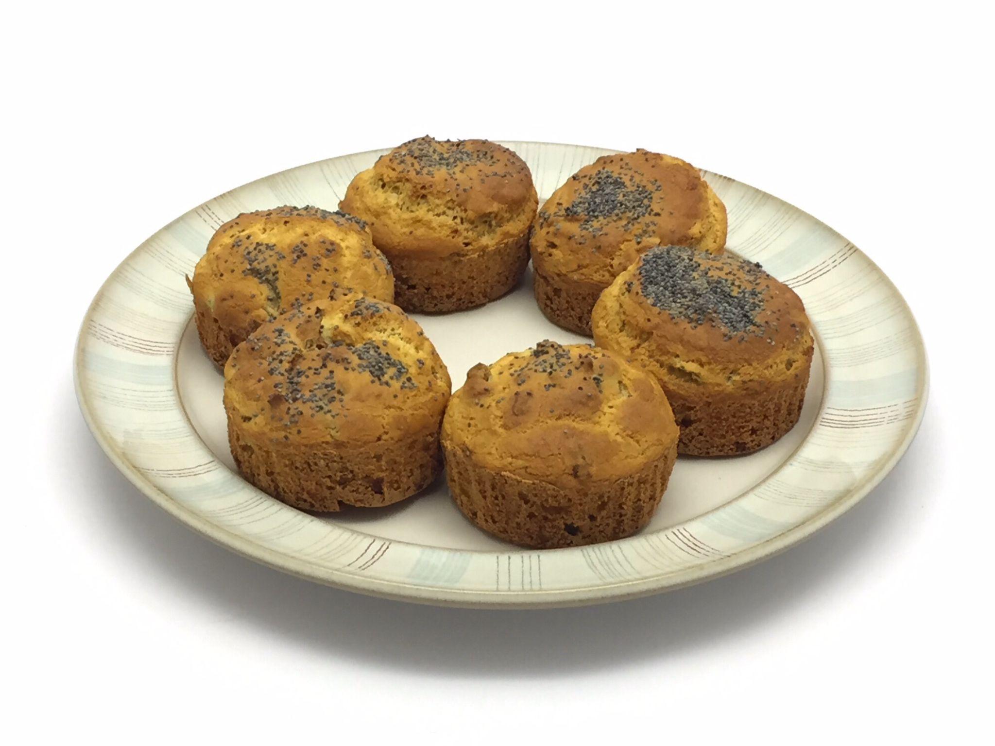 Muffin sfiziosissimi senza glutine:  http://stellasenzaglutine.com/2015/06/15/muffin-senza-glutine-con-pomodori-secchi-e-olive/