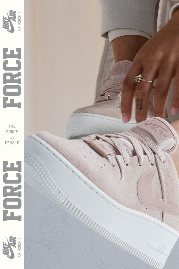 buy online c08e2 13c3f Jorja Smith représente la Nike Air Force 1 Sage Low. Un design iconique  entièrement revisité.