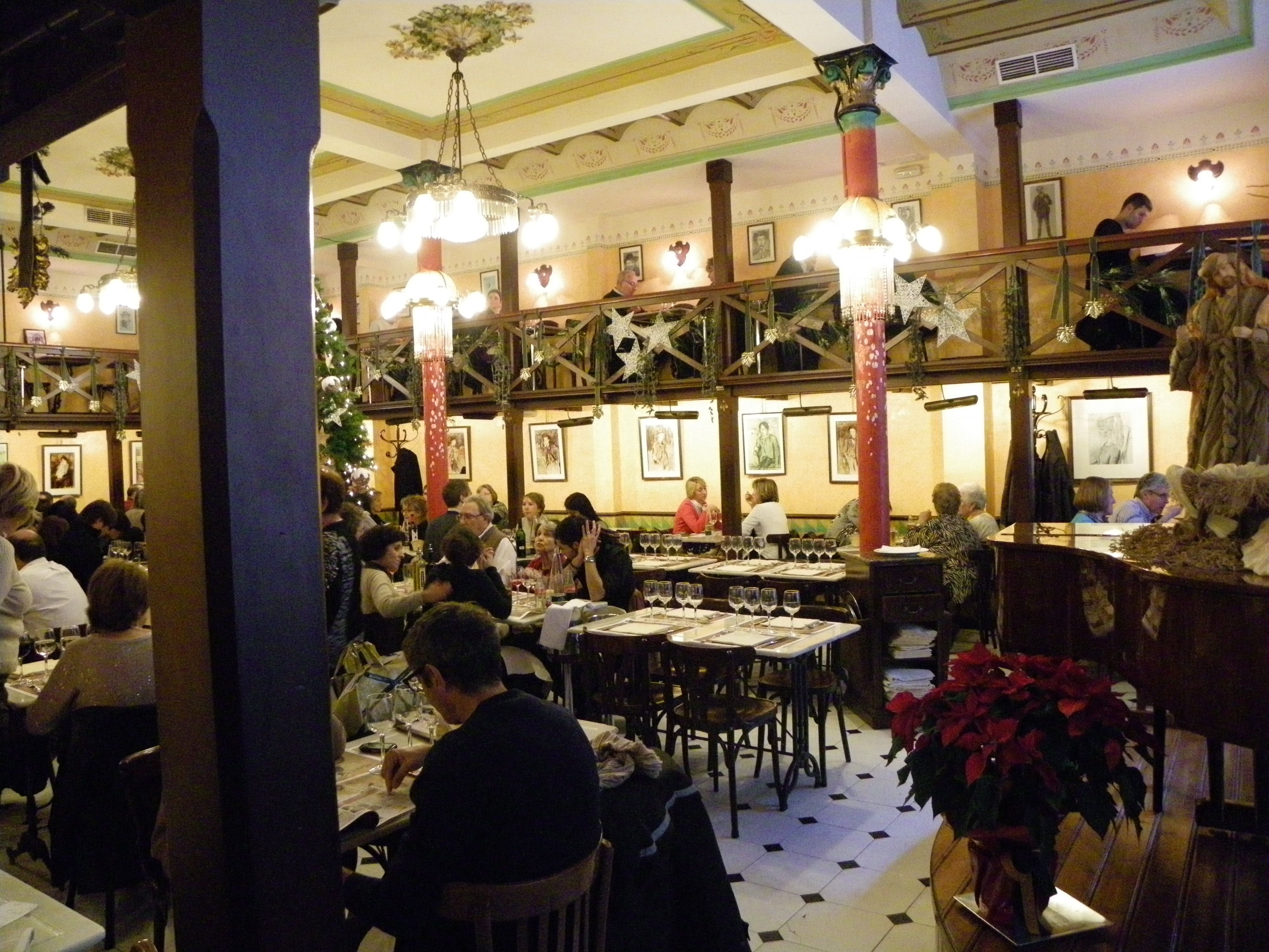 Barcelona. Restaurante Els Quatre Gats. Casas, Casas rurales