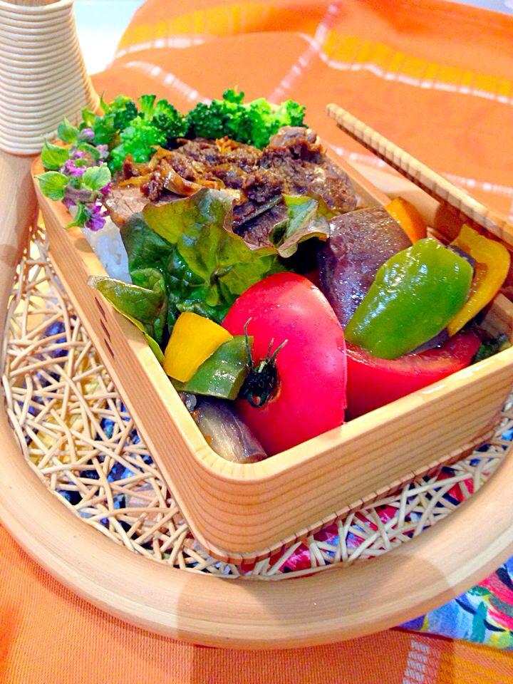 #food #japanesefood #obento 松坂牛のネギ塩焼きと、夏野菜の辛い炒めもののおべんとさん。