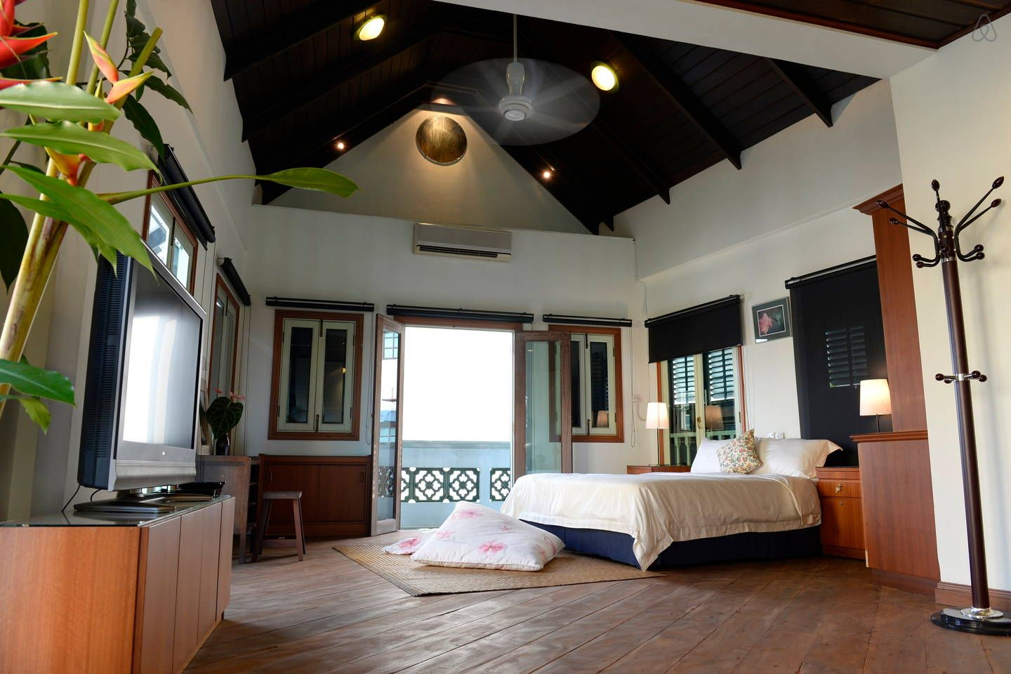 22 Amazing Airbnb Stays In Malaysia For Less Than Rm100 Per Person Lofts For Rent Suites Airbnb