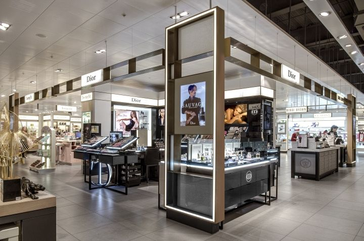 Using The Latest Design Guidelines Of French Luxury Brand Shop Corner With Its Geometrical Forms And Exciting Looping Table An Effective