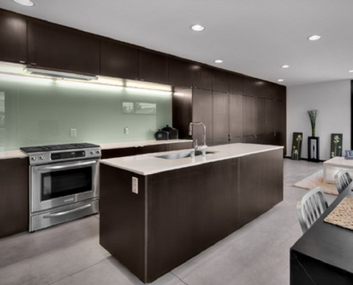 Glasrückwände – Originelle Glasrückwände für die Küche. Verschenken Sie beispielsweise keine wertvolle Option, farbige Akzente zu setzen, indem Sie die Wände Ihrer Küche einfach fliesen. Schaffen Sie mit einer Glasrückwand einen Blickfang. Wir bieten Ihnen Rückwände in allen Farben und Größen.