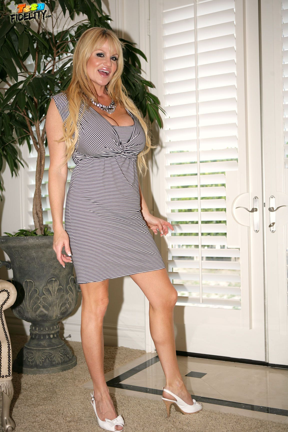 caliente cougar women Hot cougar sex sizzles @ youporn now watch a horny milf fuck on this porn tube click youporncom for busty women giving blowjobs & swallowing jizz.