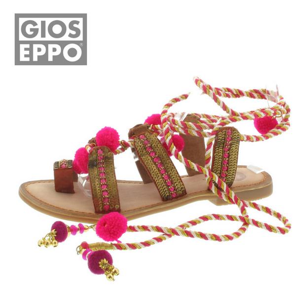 Da werden Ihre Füße Augen machen. Mit der Gioseppo Sandalette mit einem feinen Mix aus Leder und Textil gehen Sie Ihren eigenen, modischen Weg. Mit einem farbenfrohen Bändel mit Filz-Bommel und einer Schnürung am Knöchel können Sie sich sicher sein, neugierig beäugt zu werden. Eine sommerliche Sandalette von Gioseppo, hergestellt mit einem perfekten Mix aus Leder und Textil. Gioseppo - eine starke Marke bei SCHUH-Germann.