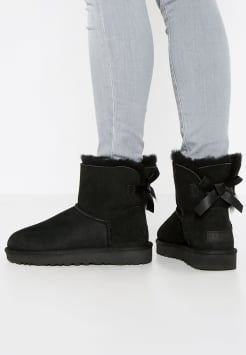 59acaf496c5 UGG - MINI BAILEY BOW II - Boots - black | Обувь | Ugg boots outfit ...