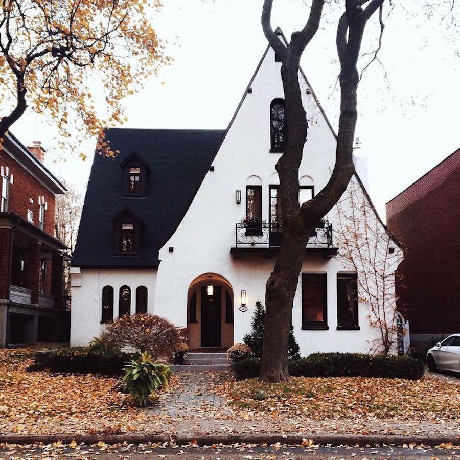 White cottage home | home | Pinterest | Traumhäuser, Architektur und ...