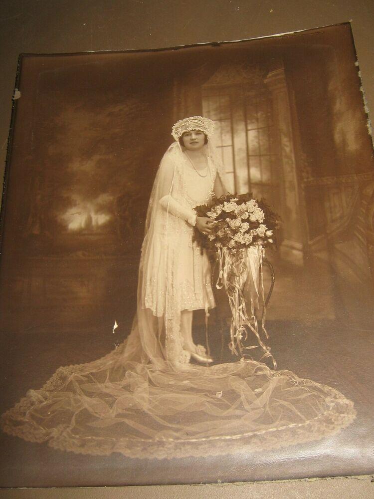 Vintage Wedding Photo Flapper Bride Pretty Dress And Flowers 1920s
