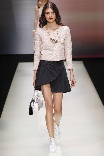 Emporio Armani Spring 2016 Ready-to-Wear Collection Photos - Vogue
