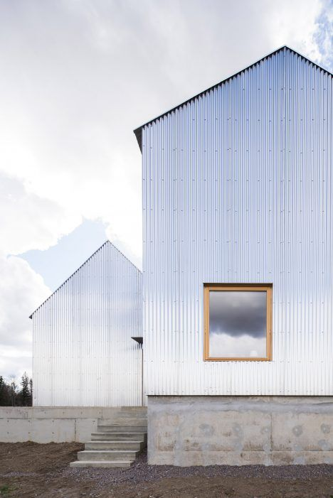 A Pair Of Gabled Buildings Clad In Corrugated Aluminium Make Up This House Linkoping Sweden Designed By Arc Architecture Exterior House Exterior Architecture