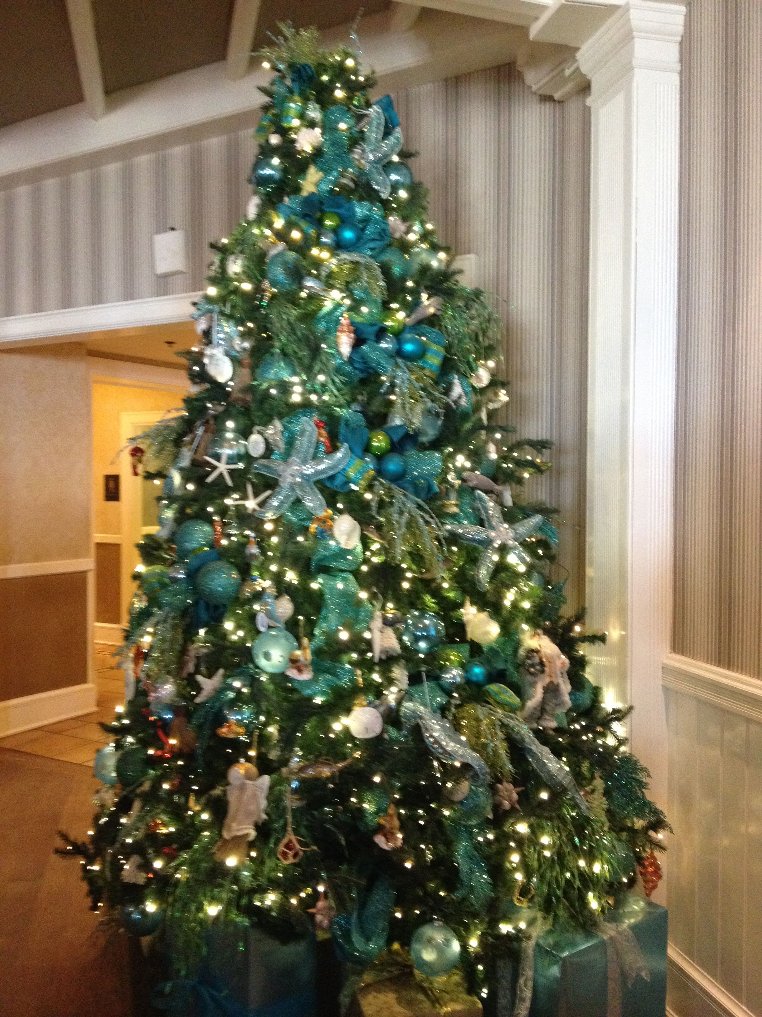Seashore Christmas tree from the Hotel del