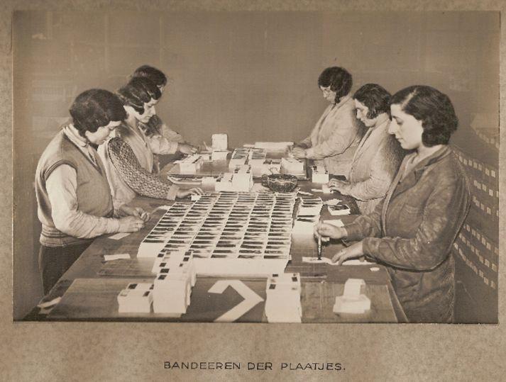 #verkade #picture #cards #verkadeplaatjes  Banderen der plaatjes #verkademeisjes #girls