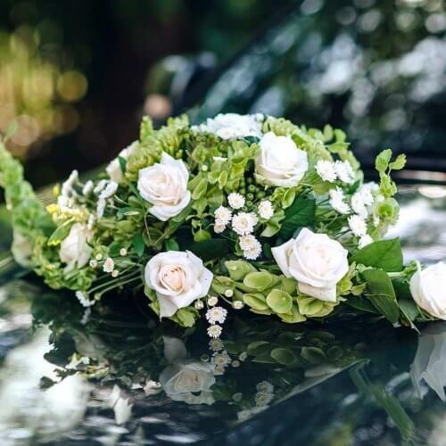 Autodeko Hochzeit Rosen #palettendeko