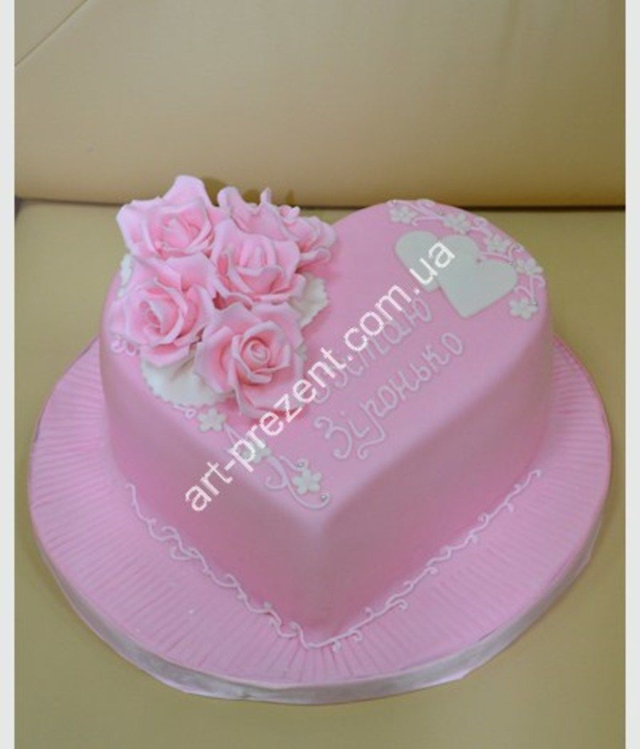 Very beautiful and delicious cake!Excellent made to order specialists confectionery...