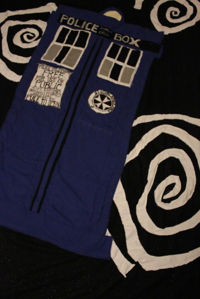 Picture of Toasty TARDIS blanket