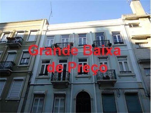 123651007-31 159.500 € São Vicente, Lisboa 5Total de Assoalhadas4Quartos 1Casas de Banho80Total m² 2º AndarNº de Andar80,00Tam. do Lote (m²) 1950Ano Construção