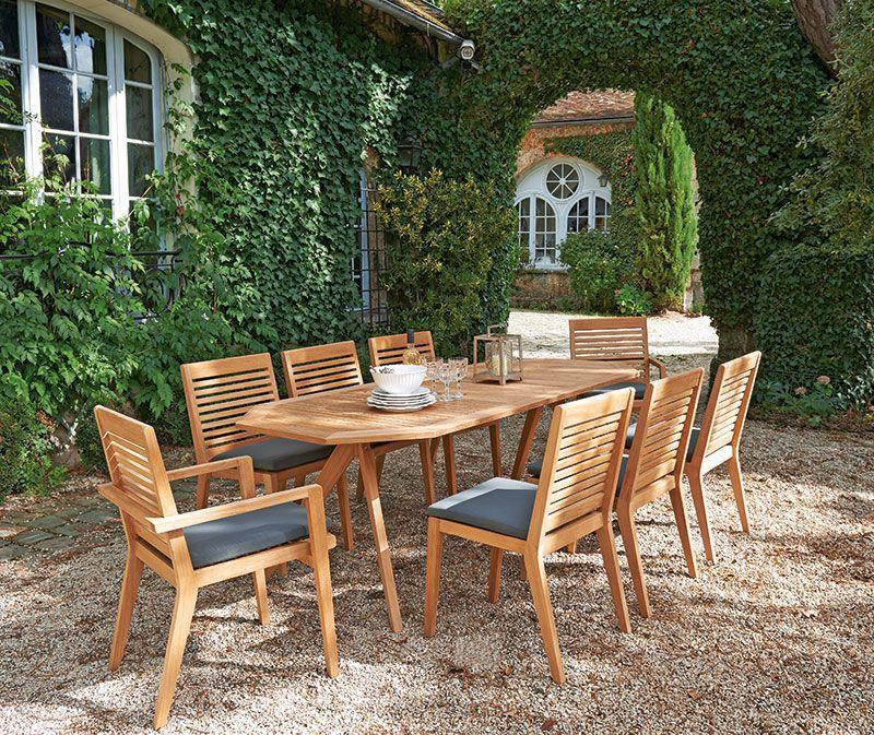 Une grande table de #jardin pour de beaux moments en famille ...