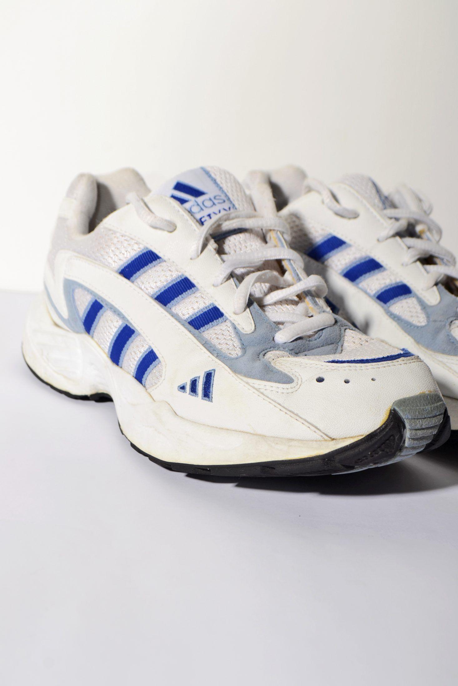 Adidas vintage 90s look sneakers