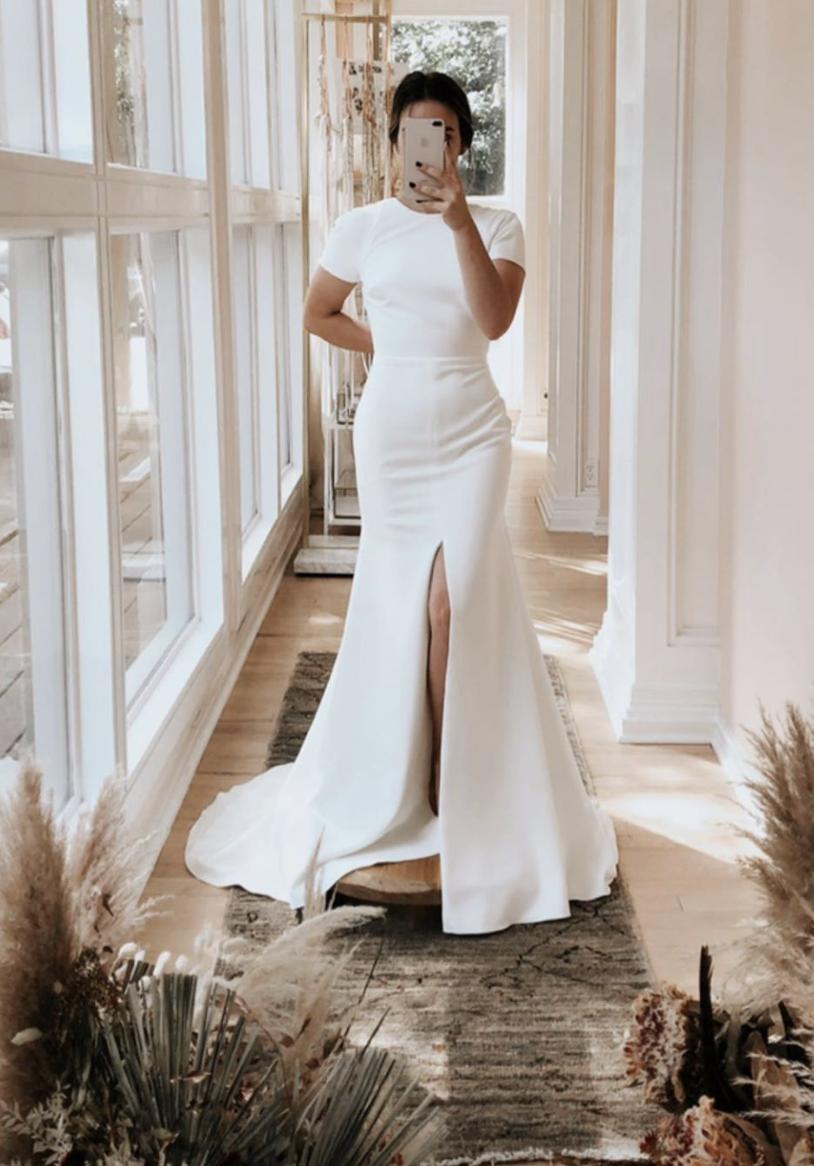 Pin On White Dress [ 1166 x 814 Pixel ]