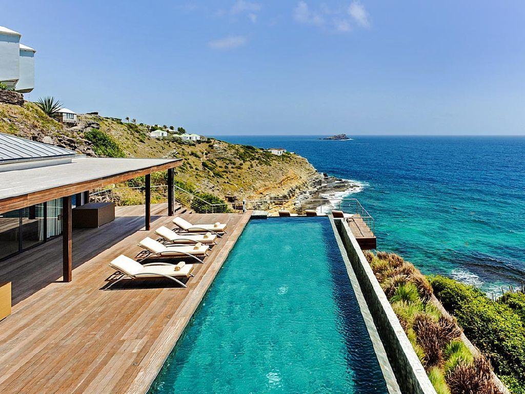 Casa con piscina y vistas incre bles sobre el mar for Alquiler de vacaciones casas con piscina