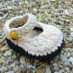 Crochet Baby Bootees suede-ecru Booties por funkybootees
