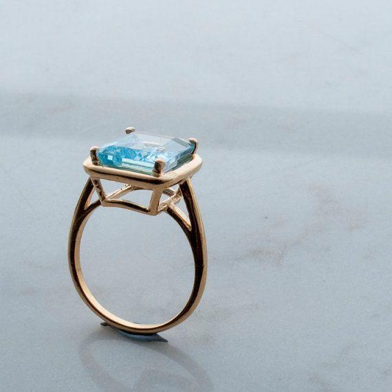 cerca Intacto Reembolso  Anillo de oro de topacio azul - piedra cuadrada - topacio azul suizo -  piedra preciosa azul - ajuste de prong - anillo rectangular - anillo de  declaración - alg… (con imágenes)