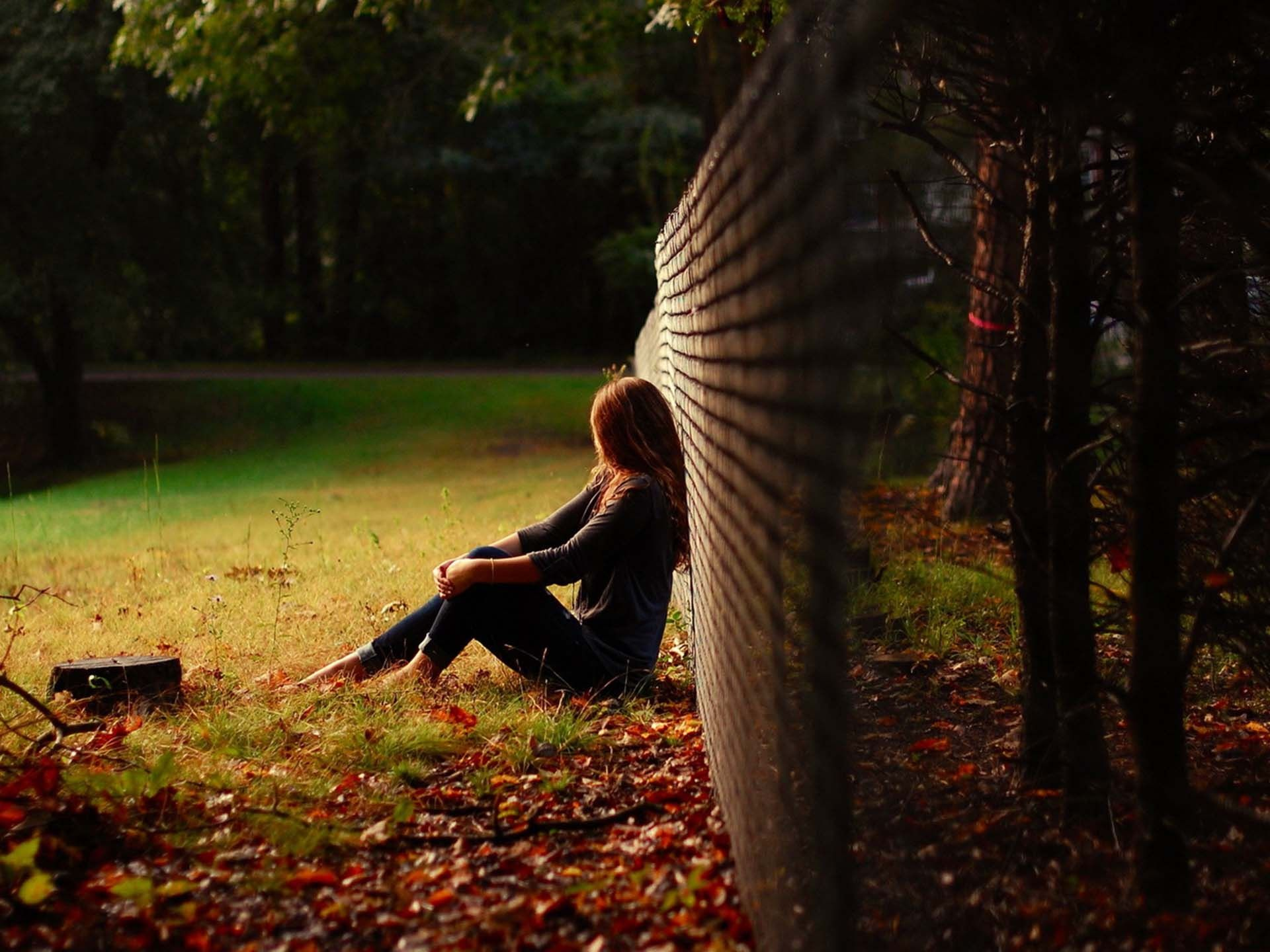 Lonely girl sad girl Breakup Freeeasypics Pinterest Autumn day, Sad girl and Lonely girl