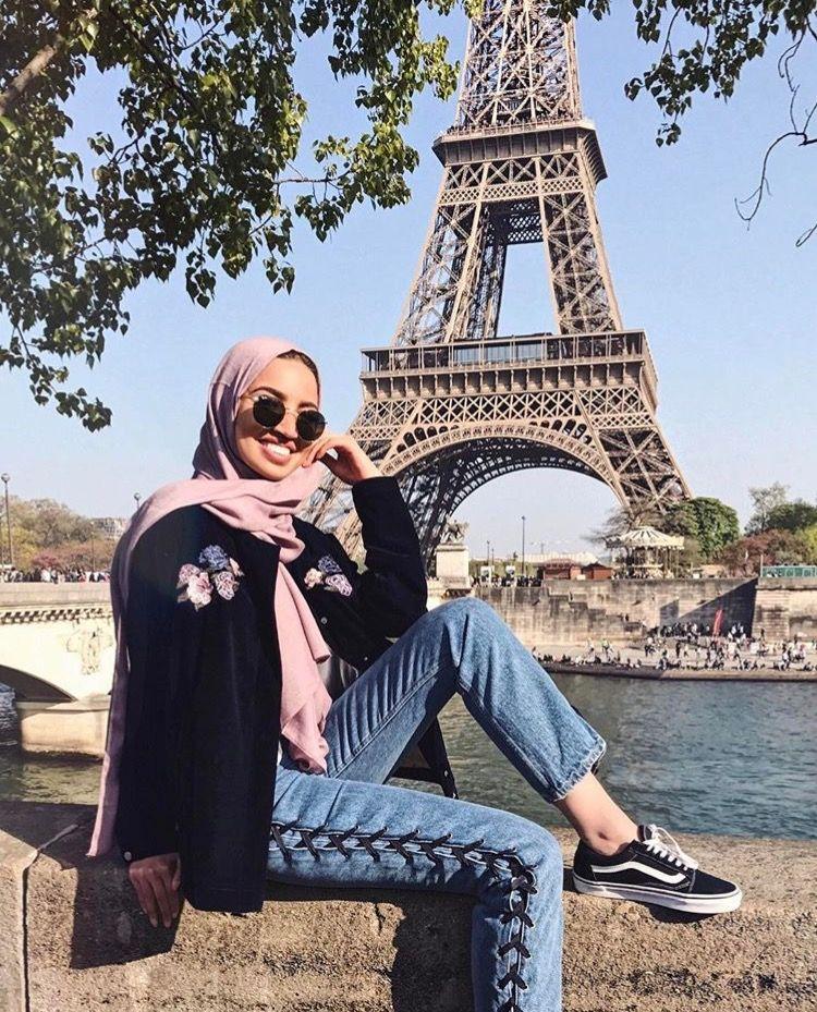 Hijab Blush Pink Jacket Eiffel Tower Khaoulathings Gaya Busana Pakaian Wanita Ide Berpose