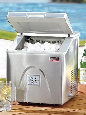 Our Portable Ice Maker Freezes 12 Ice Cubes Every 6 8 Minutes Generating Up To 30 Pounds Of Ice In 24 Hours Portable Ice Maker Ice Maker Beverage Tub