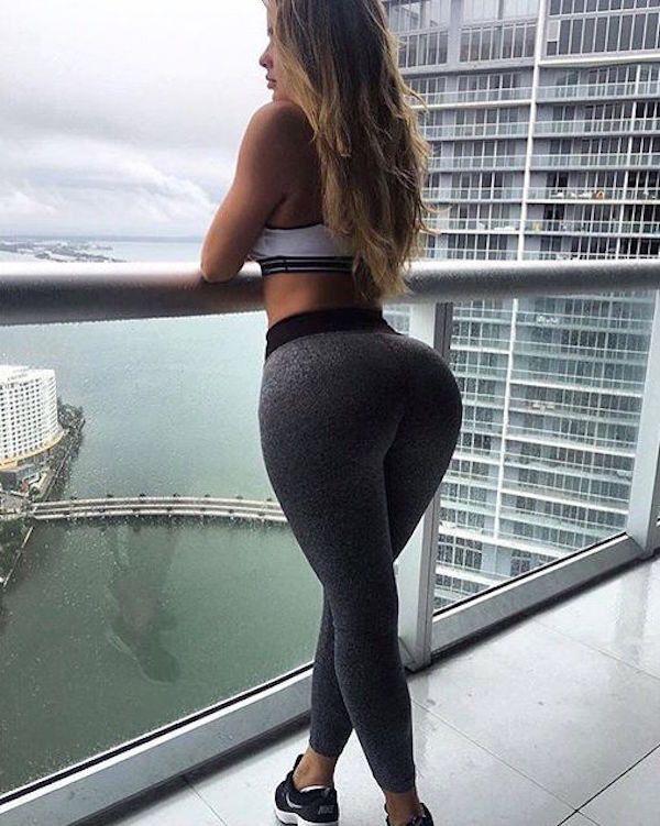 Big Booty Latina In Yoga Pants