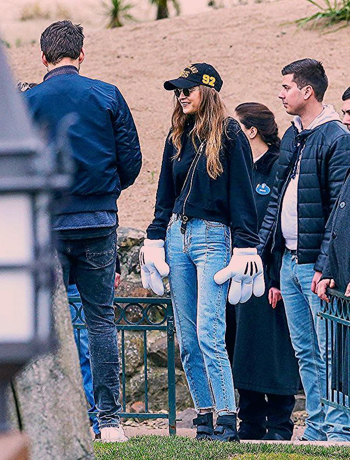 Photo of The Best Off-Duty Outfit Ideas From Celebs at Disneyland