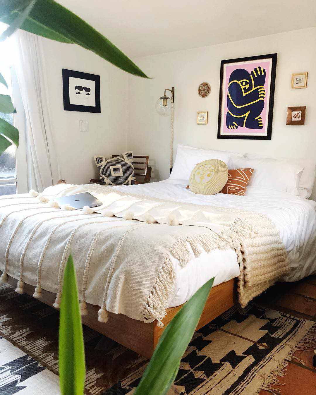 7 Sophisticated Beds Without Headboards in 7  Bed without