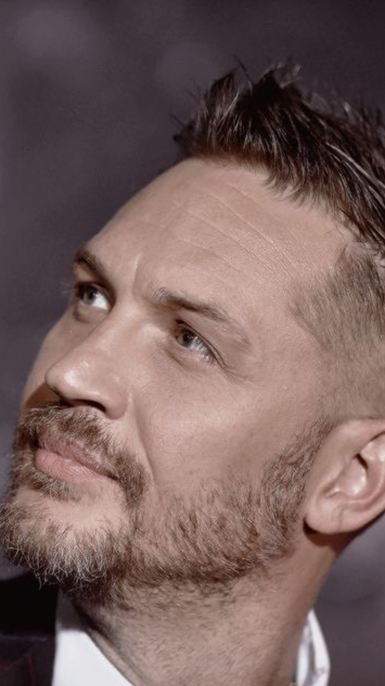 The Way Th Looks Out At The World Sometimes Makes Me Wonder What He Sees Tom Hardy Tom Hardy Actor Tom Hardy Photos