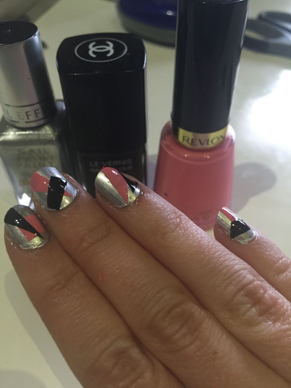 Geometric nails. Paint a ziplock bag, wait for the polish