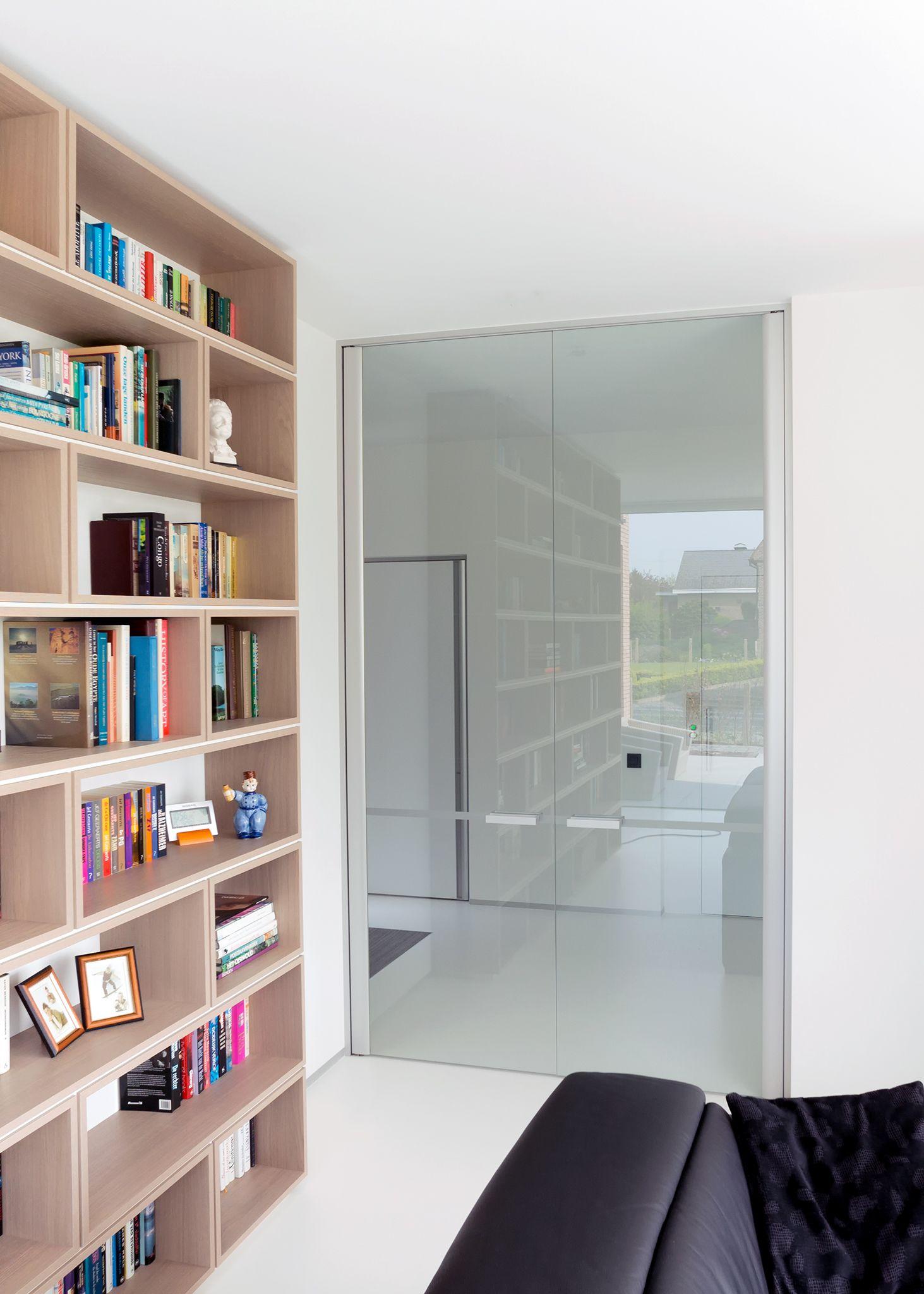 Dubbele glazen deur woonkamer. Het heldere glas biedt optimale ...
