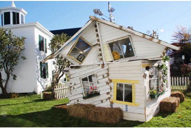 ドロシーの家をたったの24時間で制作してみたよ 珍しい建物 家