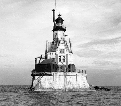 Google Image Result for http://www.lighthouseinn-ct.com/lighthouse-pictures/Old-Picture-of-the-Original-Racine-Reef-Lighthouse.jpg