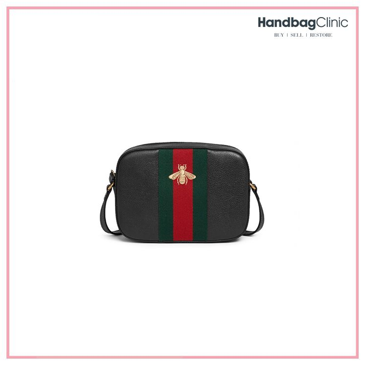 d15b6b8e3021 This Gucci Webby Bee Embroidered Web cross body bag is in great condition  with only minor