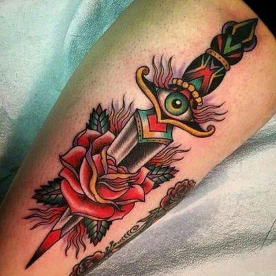 Tatuajes De Dagas Y Su Significado Tatuaje Estilo Tradicional Tatuajes Tradicionales Tatuaje Daga