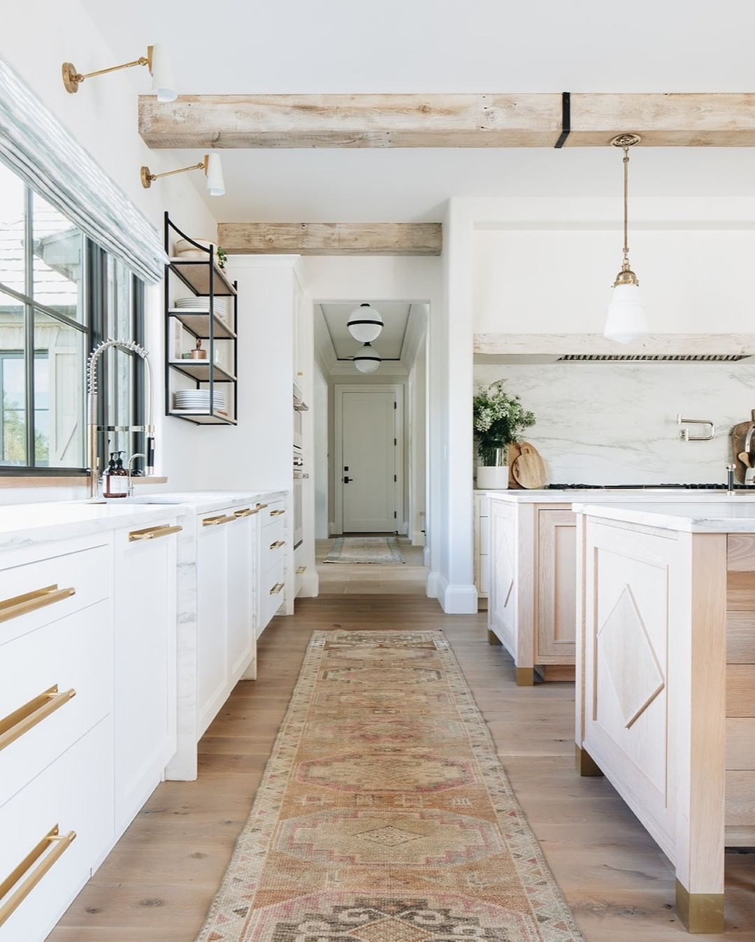"Kate Marker Interiors on Instagram: ""The warmth of this sun soaked kitchen has us smiling as we head into the weekend. #hallwaytoheavenclient #kmidesignstyle 