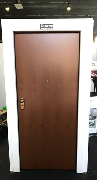La porta blindata Tablet può combinare serrature a cilindro e doppia ...