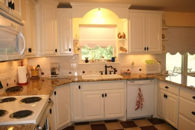 venetian gold granite kitchen pictures   Also shown is the hutch ...