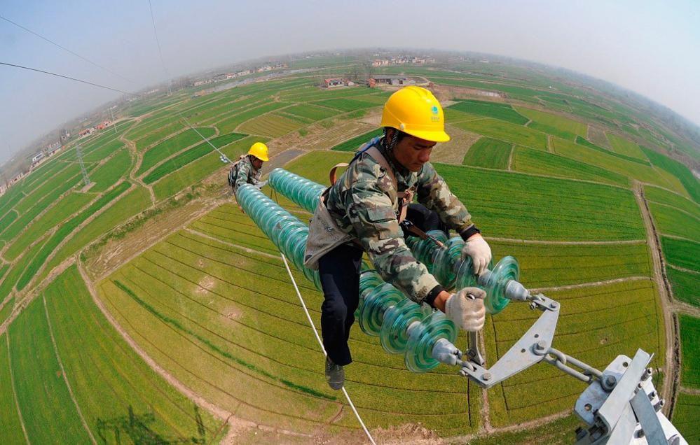 Never In A Million Years Dangerous Jobs Power Lineman Lineman