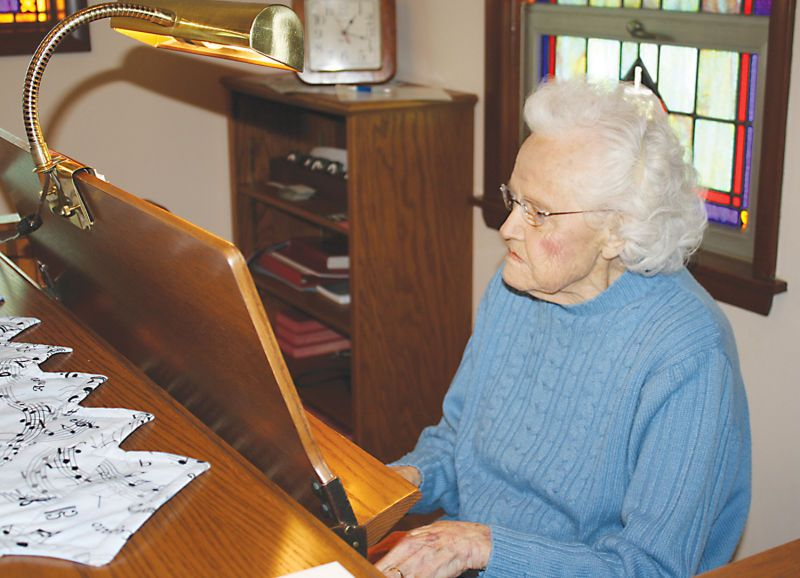 100-year-old organist keeps playing : Beaver Dam Daily