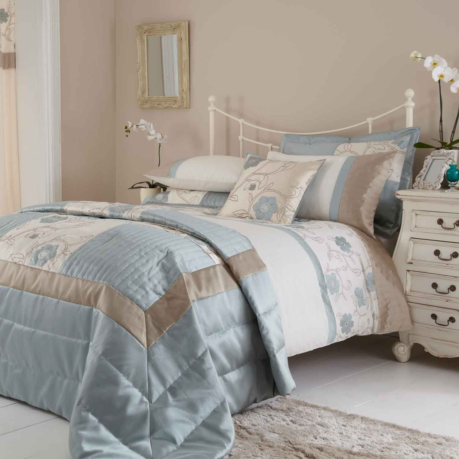 Duck egg blue and brown bedding for couple bedroom for Duck egg blue and grey living room ideas