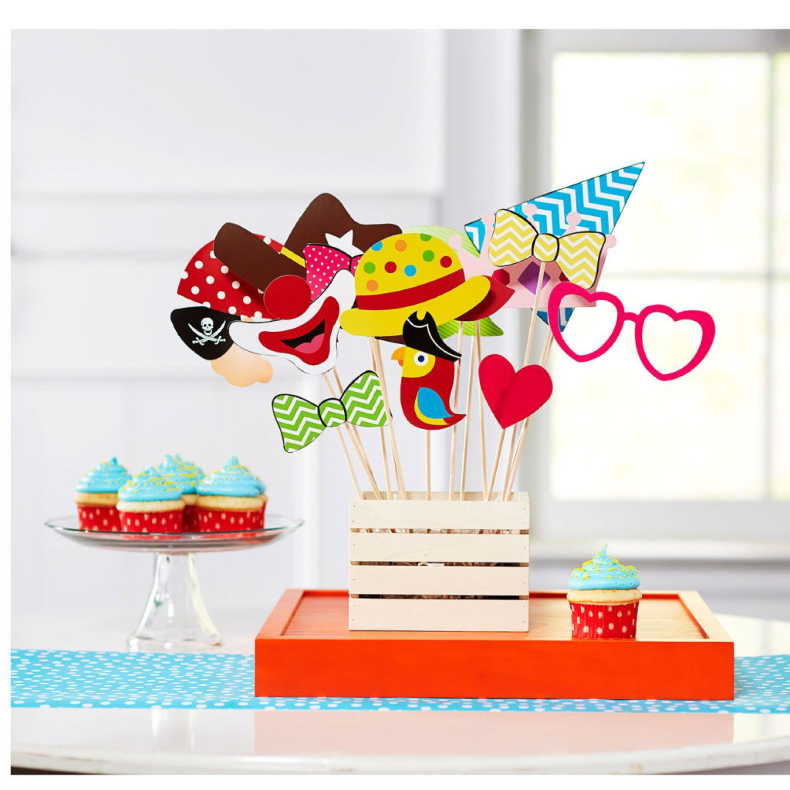Create easy fun photo booth props! Ideal for Circus themed parties ...